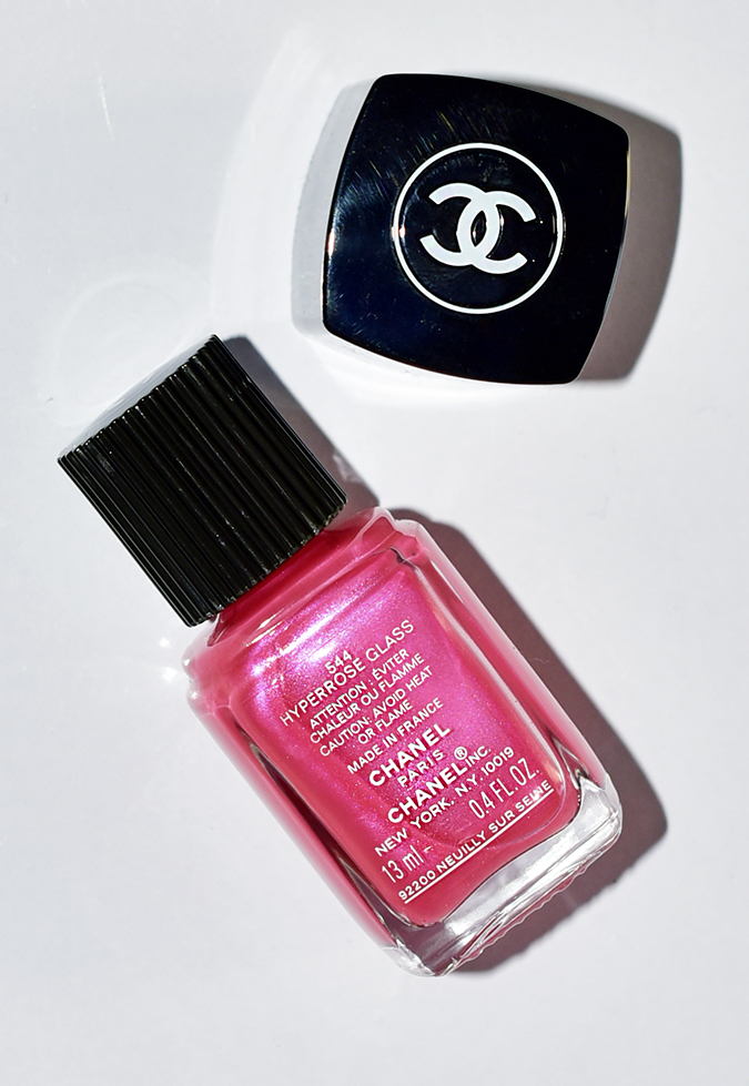 Collection Libre Synthetic De Chanel | Akanksha Redhu | hyperpink bottle back