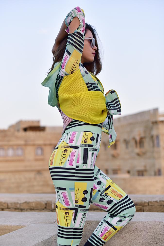 #MasabaxKoovs   Akanksha Redhu   half side arm up butt