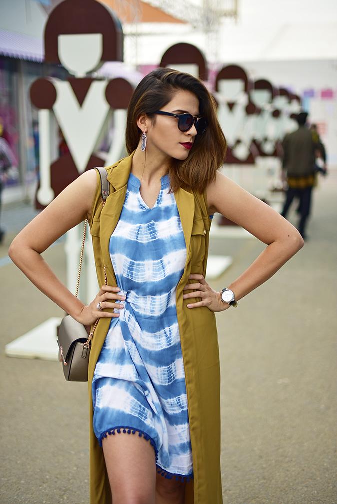 Amazon India Fashion Week   Akanksha Redhu   half front hands on waist look side