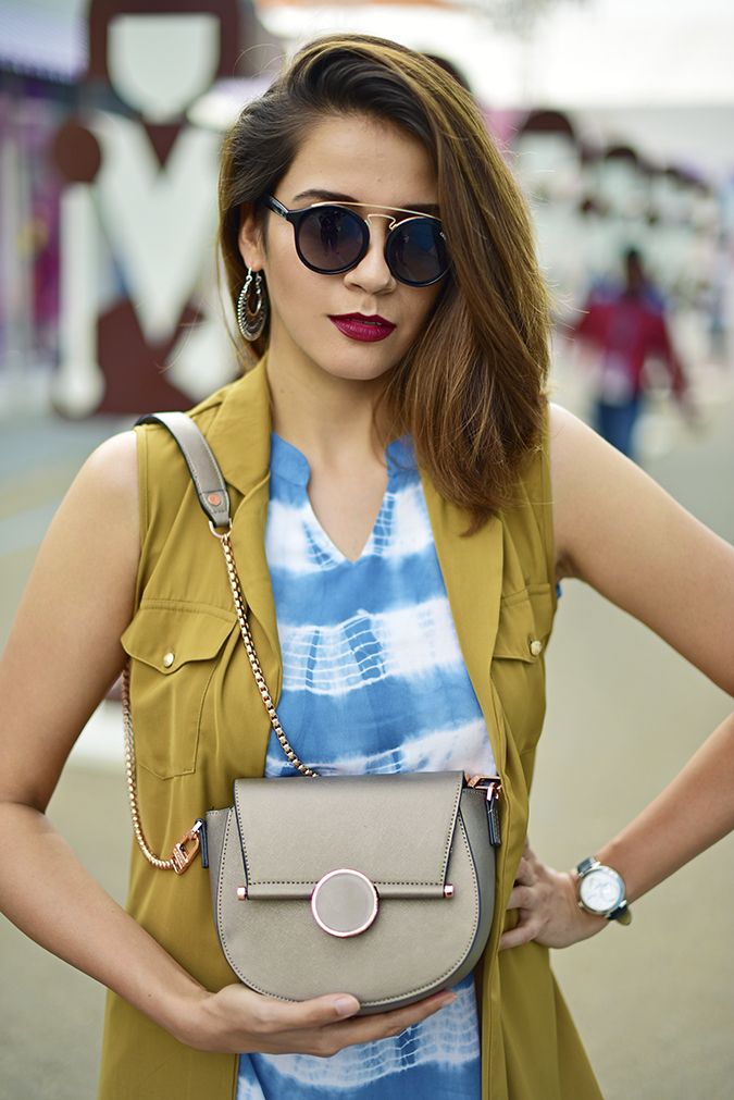 Amazon India Fashion Week   Akanksha Redhu   half front bag front