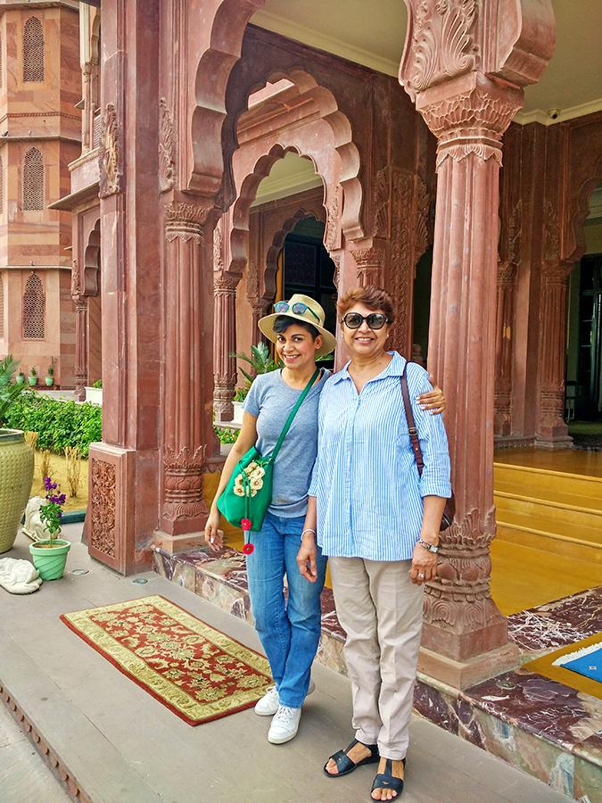Narendra Bhawan   Akanksha Redhu   mom sis entrance