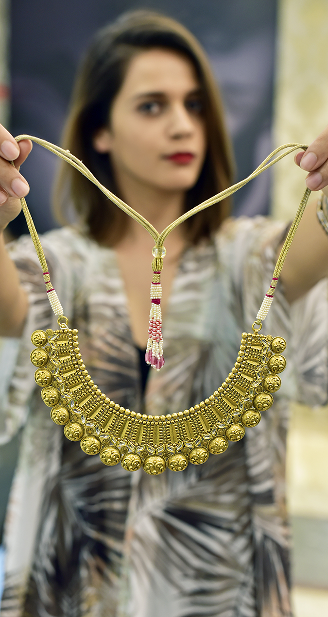 Rivaah by Tanishq | Akanksha Redhu | product in focus me blurred