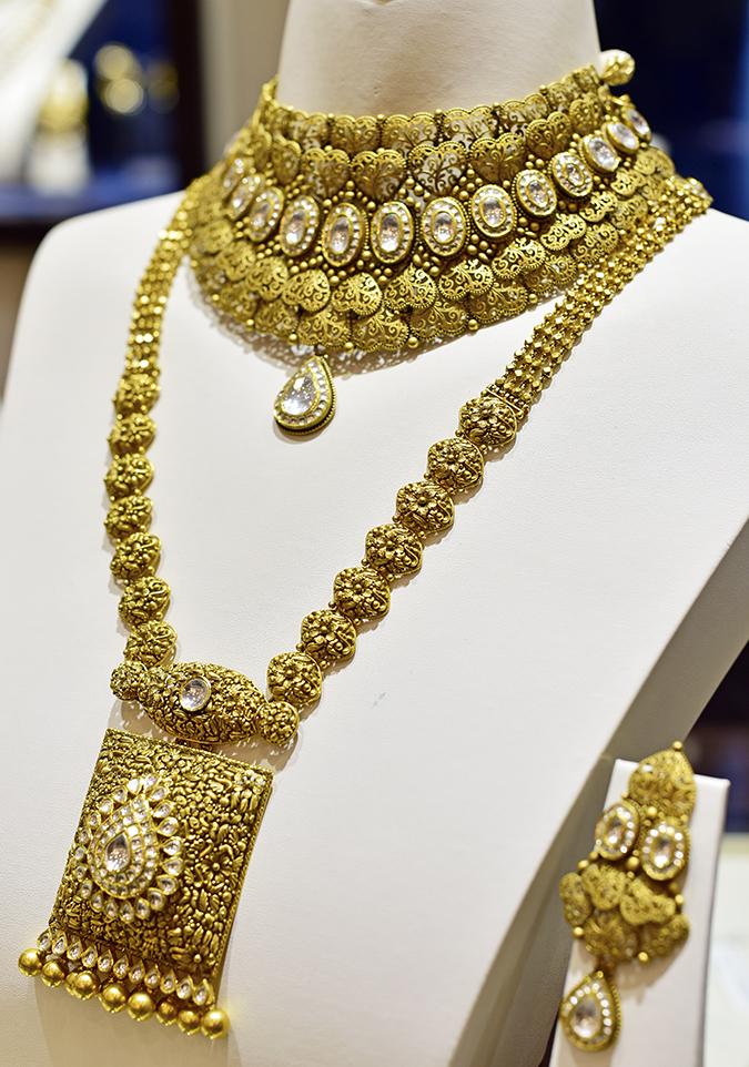 Rivaah by Tanishq | Akanksha Redhu | long necklace on bodice