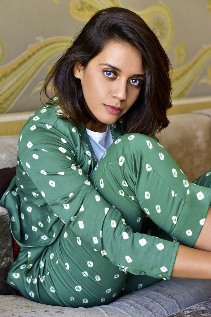 #VDayFreshlook | Akanksha Redhu | blue side pose sitting