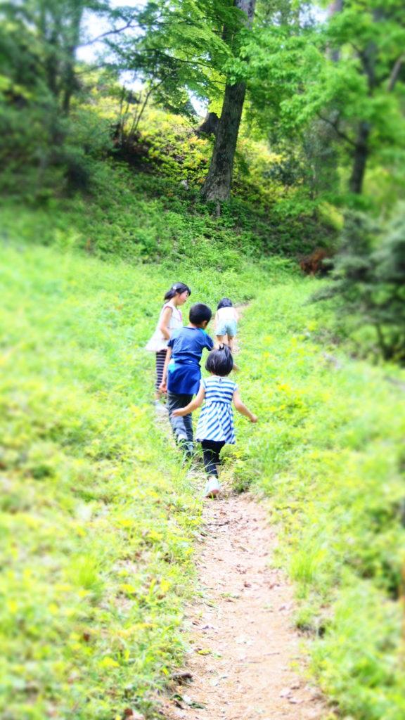 走る子ども達。