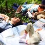 森に寝転ぶ2