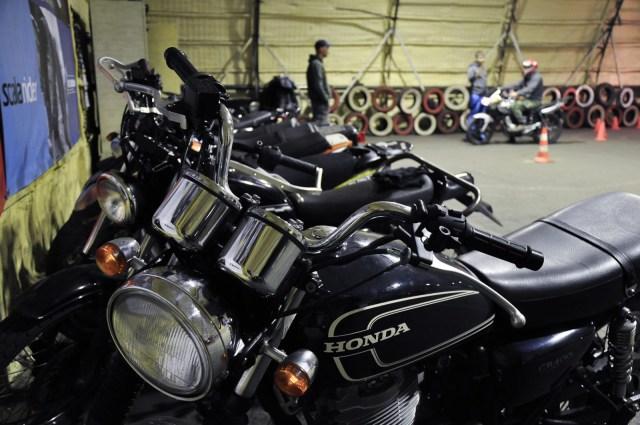 Honda cb 400 ss - учебные тренировки на мотоцикле.