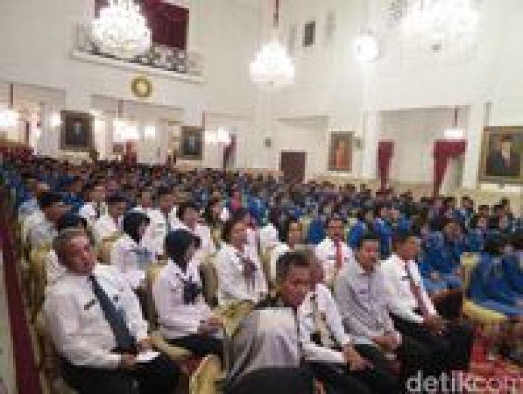 Jokowi ke Siswa SMA Taruna Nusantara: Harus Tahan Banting!