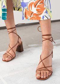 Kaki akan menjadi pusat perhatian jika memakai model sepatu ini.