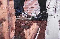 wet shoes (sumber : freepik)