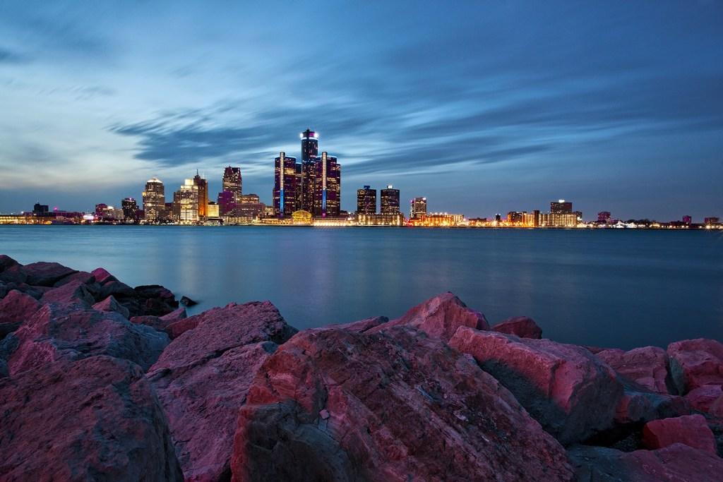 5813-ray-akey-landscape-windsor-riverfront-twilight-long-exposure-1080h-nowm.jpg