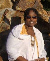 Sandrine NININAHAZWE, journaliste et choriste dans St Dominique,notre source (www.akeza.net)