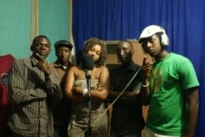 Photo du studio lors de l'enregistrement (www.akeza.net)