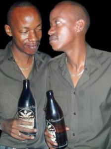 Pacy , auteur de Izo Nzoga , une chanson qui parle des méfaits de l'excès d'alcool (www.akeza.net)