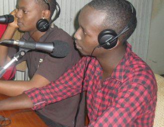 "INDIMU au studio pou la promo de ""Barababeshera"" (www.akeza.net)"