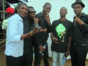 Paggio P. , Bam'So , F. Birori , Dr J et R Flo au CMM à Kinama (www.akeza.net)