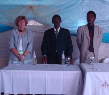 Rose Meyer,coordinatrice pays de l'ONUSIDA au Burundi , Cédric N. & JP Gentil U ,respectivement président et vice président du RNJ+ (www.akeza.net)