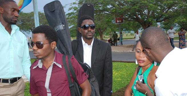Peace and Love et Riziki  à l'Aéroport International de Bujumbura (www.akeza.net)