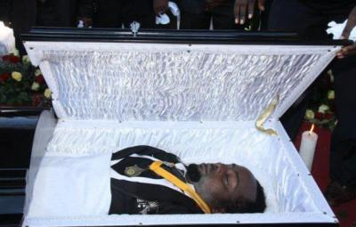 Steven Kanumba, le corps avant l'inhumation