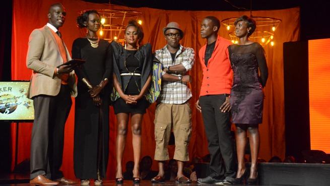 Les candidats en probation . De G. à D : Fatma Muhonza, Allan Roy Sekiranda, Damian Mihayo, Eunice Guttu and Nancy Chan stand with host Dr Mich(www.akeza.net)