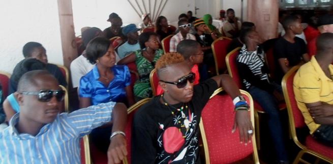 Certains artistes et journalistes présents à la conférence (www.akeza.net)