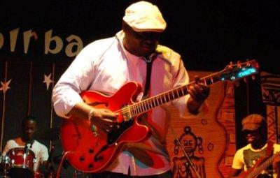 Le guitariste Buddy Magloire NIBIGIRWE (www.akeza.net)