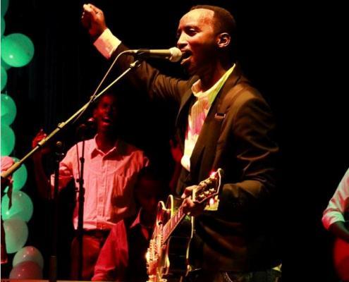 Dudu en concert à l'IFB (www.akeza.net)