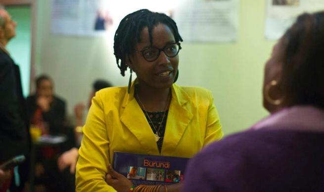 Pamela Kazekare , Burundaise et première présentatrice noiredu journal télévisé en Belgique (www.akeza.net)