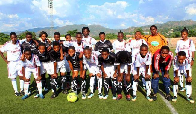 Les clubs la colombe et Fofila PF posent ensemble avant le match (www.akeza.net)