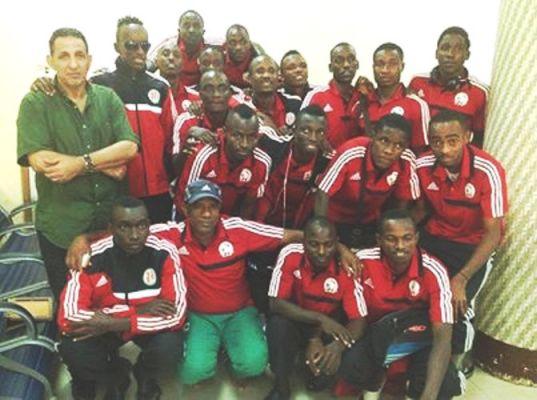 La sélection nationale du Burundi pose ensemble avec leur coach.(www.akeza.net)