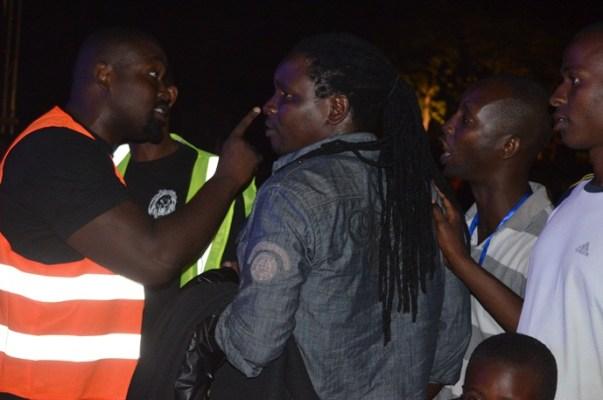 Eric Nsengiyumva ne comprenant pas la situation, il s'explique pour prouver son injustice. ©Akeza.net