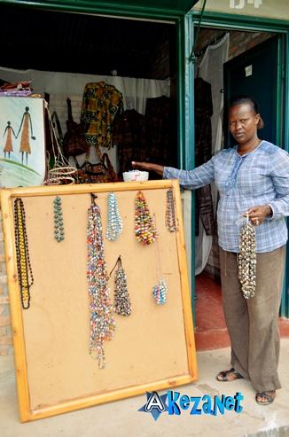 Les colliers en vente (www.akeza.net)