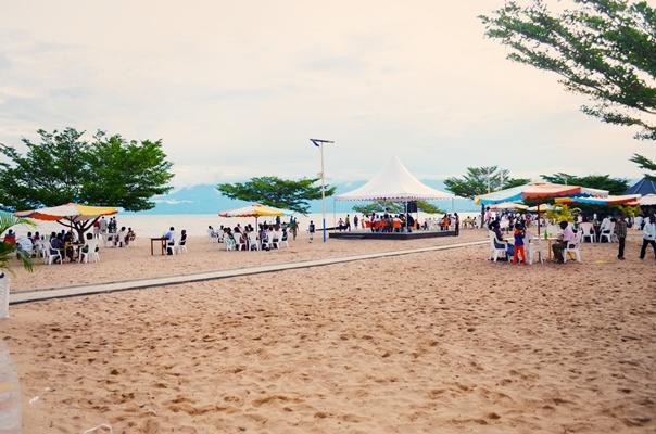 Vue sur la plage et le sable (www.akeza.net)