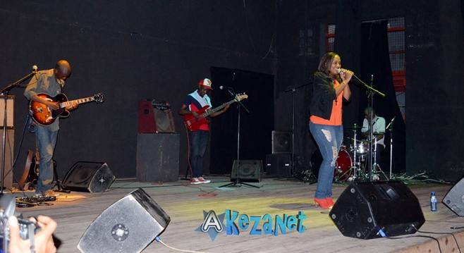 Alida et le trio MOUTCHO sur scène (www.akeza.net)