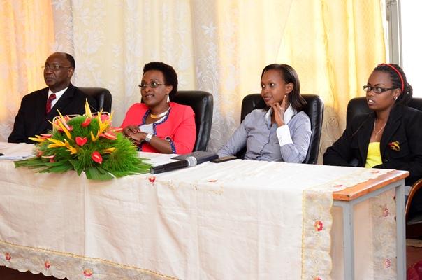 Le recteur de l'Université Lumière , la marraine de l'événement , Ketty Ruhara et Huguette NDIMUBANDI , Présidente de LLL (www.akeza.net)