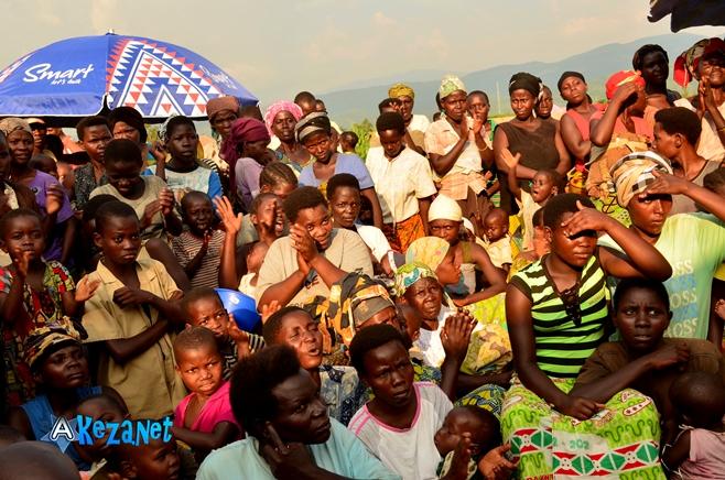 Les habitants du site «Ku mase», attendant avec patience de l' aide.©Akeza.net