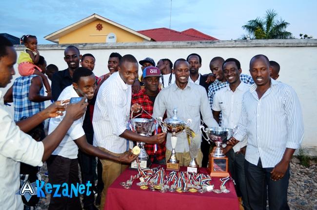 Urunani lors de la célébration de toutes leurs victoires en 2014. ©Akeza.net