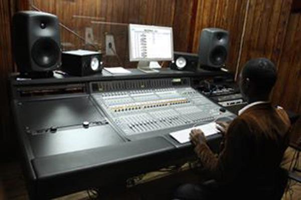 Marc Kibamba dans Afro Music Studio (akeza.net)