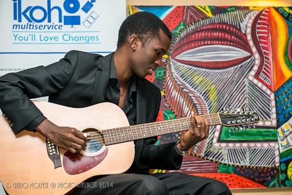 Arnaud Nganji , ancien guitariste du trio Moutcho ©Giulio Molfese