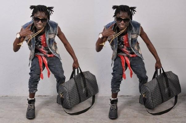 Le chanteur SAT-B.(www.akeza.net)