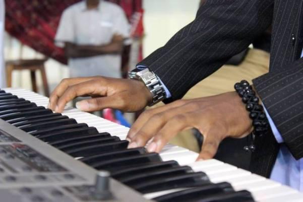 Daniel Lukogho Banamhere au piano ©Privé