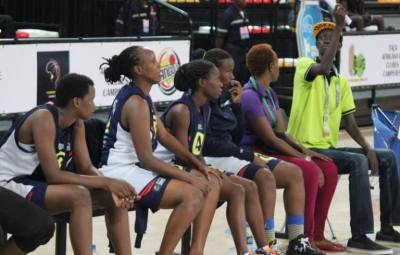 Photo d'illustration , basketeuses et coach adjoint de Berco Stars