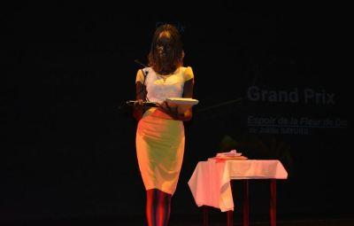 A 19 ans, Joëlla Sayubu remporte le Prix Michel Kayoya