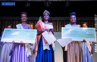 Annie Bernice NIKUZE Miss Burundi 2017 (M) Arlette AKIMANA, 1re dauphine (D). Monia Gateka 2è dauphine(G)