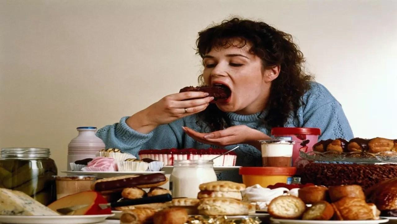 دراسة تحذر من تناول الطعام أثناء الغضب والتوتر