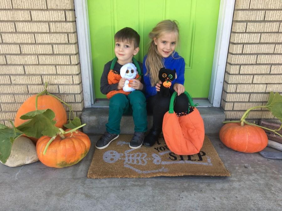 Garden Update 2019: Picking Pumpkins, Decorating for Halloween