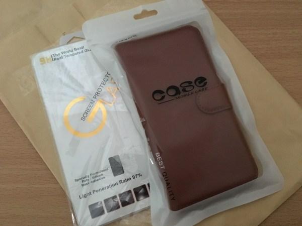 Nexus5Xケースと保護ガラス
