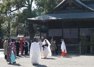 first-wedding-from-otaku-konkatsu-01