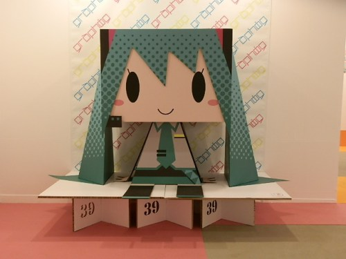 let-play-with-hatsune-miku-in-greenland-07