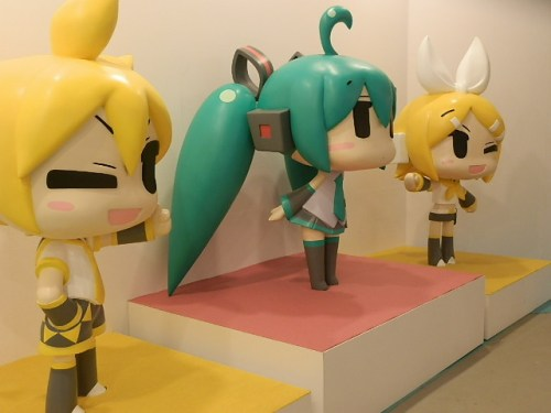 let-play-with-hatsune-miku-in-greenland-13